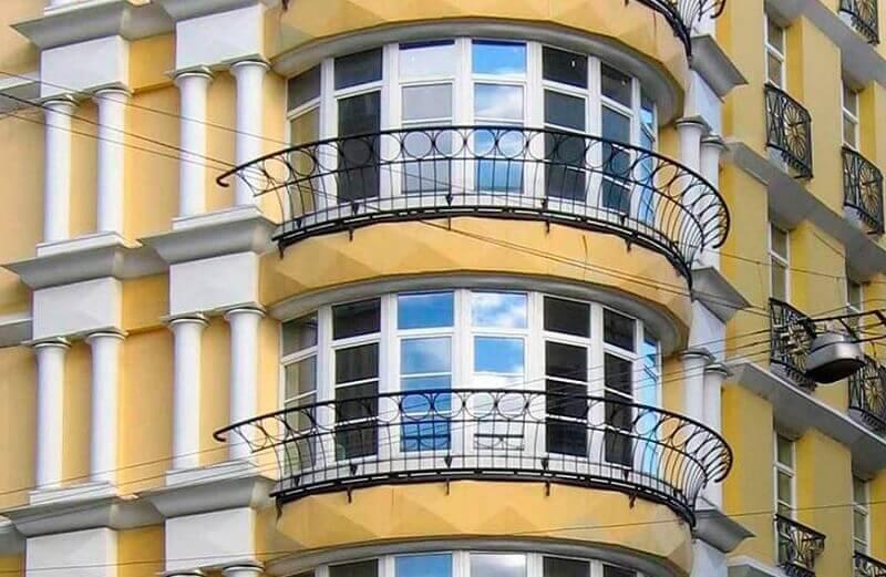 Полукруглое французское остекление балкона