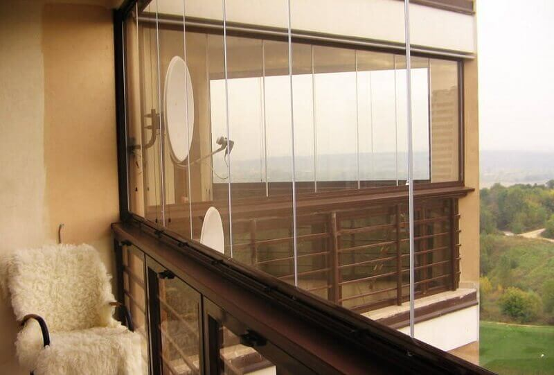 Безрамное остекление балконов фото