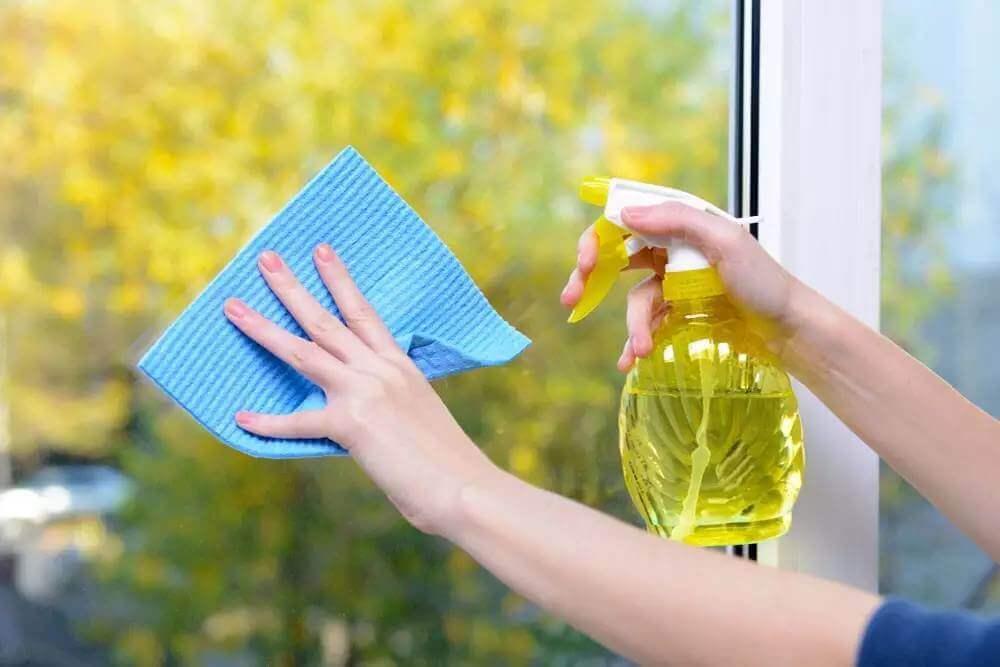 Очищение стекол балкона