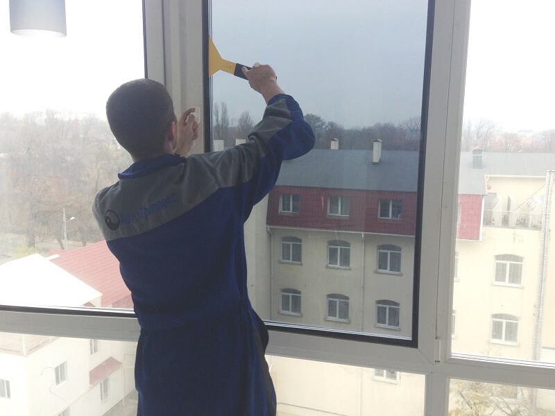 Тонирование окон балкона