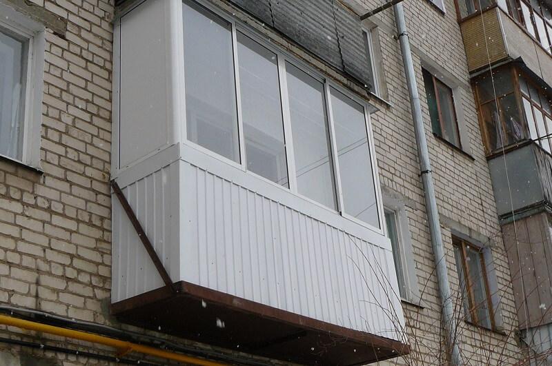 Раздвижное окно на балконе фото