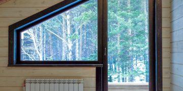 Балконный блок с нестандартным окном