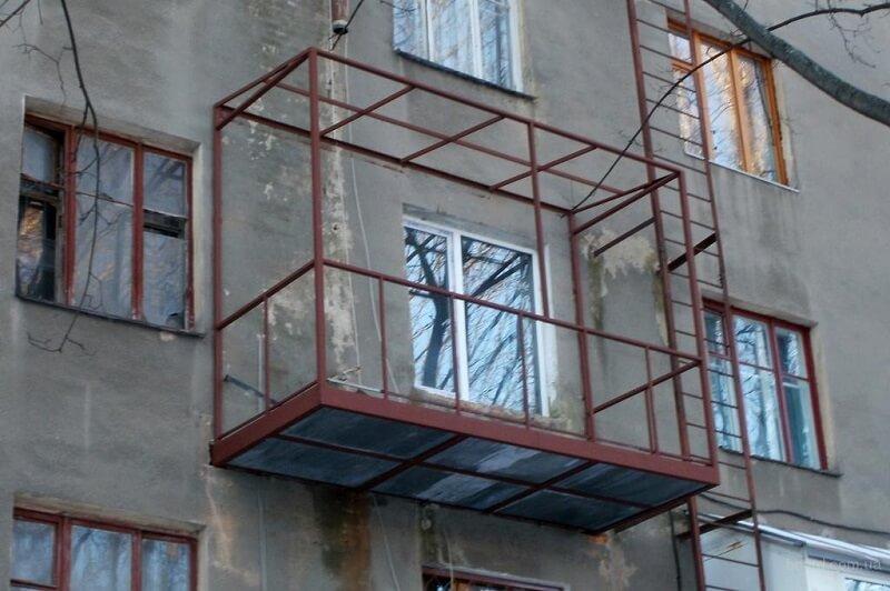Монтаж швеллеров для выноса балкона