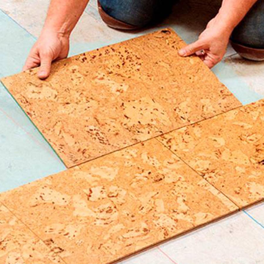 Для укладки пола можно использовать плиты из пробки