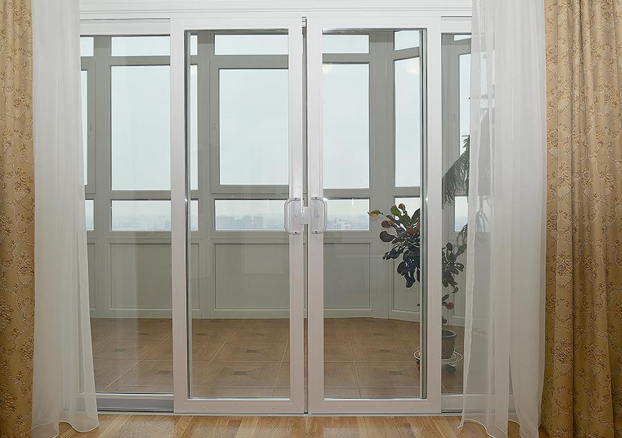 Раздвижная дверь на балкон