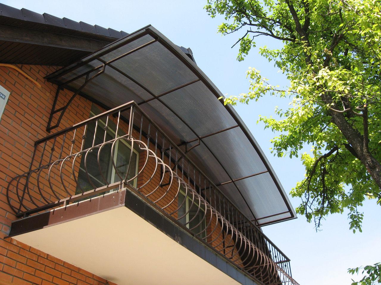 Козырек над балконом из поликарбоната