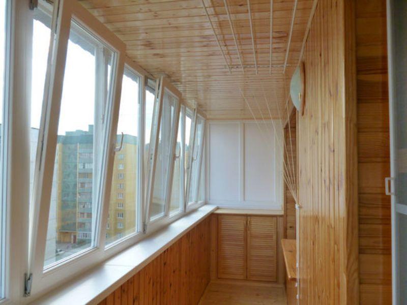 Чем лучше обшить балкон внутри?