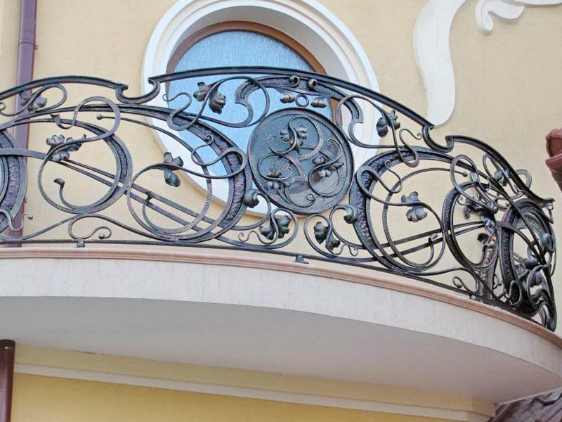Стилистика кованого балкона