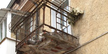 Балкон разрушается