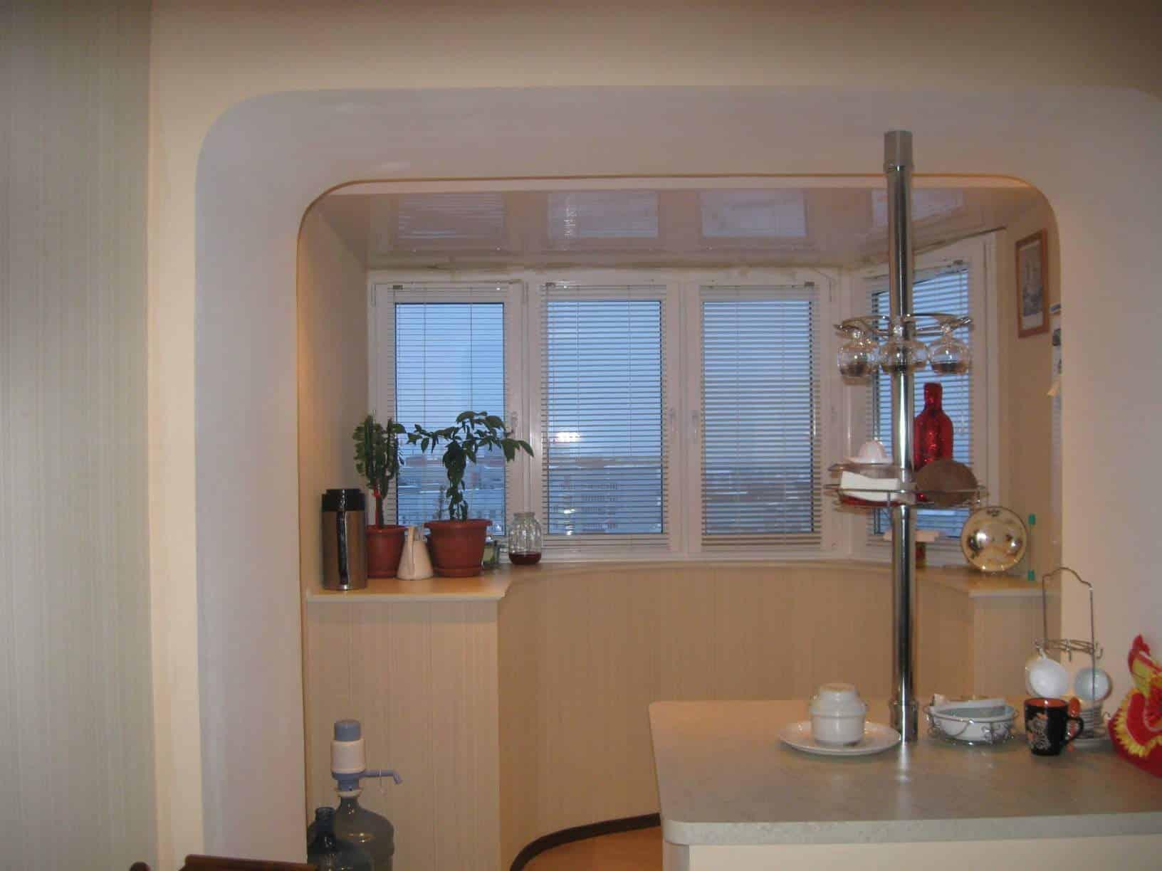 Совмещения балкона с кухней.