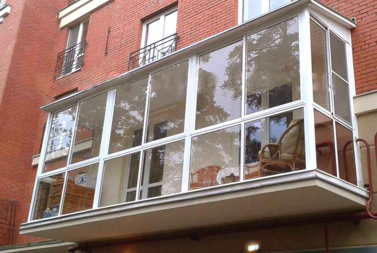 Балкон с панорамным остеклением - дизайн, фото вариантов