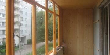 Остекление балкона деревянными рамами