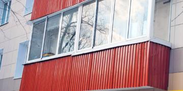 Обшитый профлистом балкон